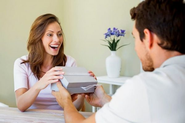 Top 7 male deeds any woman can appreciate
