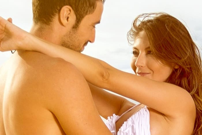 What attracts women on vacation