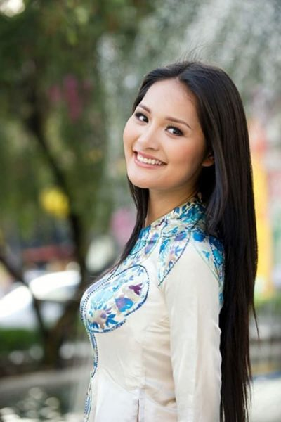 Attractive Brunette Girls in Asia