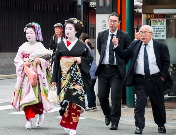 TOP-10 shocking facts about geishas today!