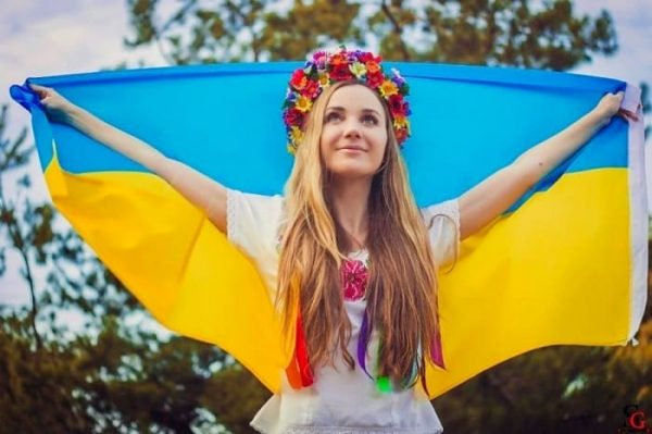 Marry a Ukrainian girl: 6 Pros and 4 Cons!