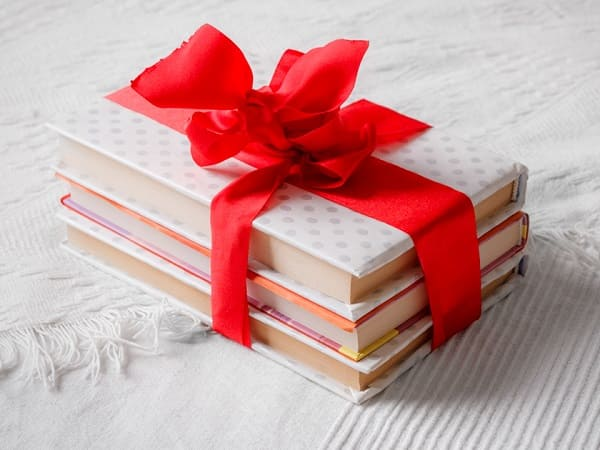 gifts for women on Valentine's Day, book