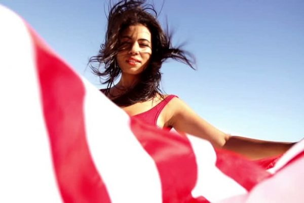 Wanna dating an American woman? 11 weird facts you must know!